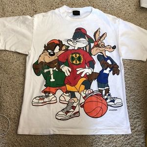Vintage Shirts - Looney Toons short sleeve tee